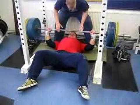 Floor bench press 170kg + chains