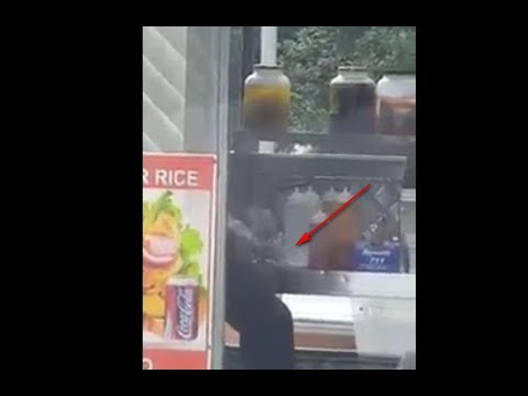 NYC Food Truck Vendor Caught Scratching Between His Toes & Feet.