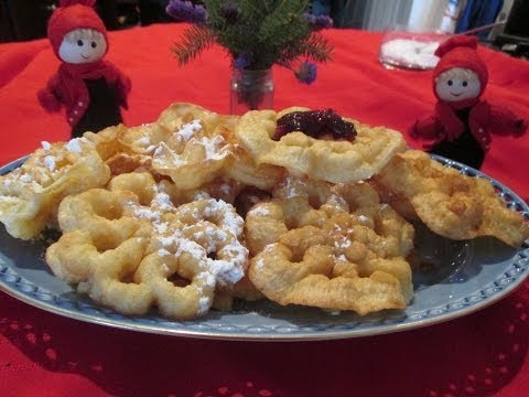 Scandinavian Rosette Cookies A traditional homemade Christmas cookie recipe for Jul! ♥