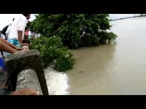 Flood breaking road . A lady and her child drowned