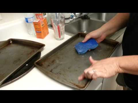 Baking Soda and Hydrogen Peroxide Pan Cleaner