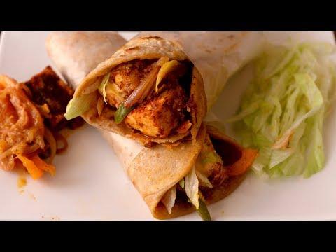 Instant Paneer Frankie Recipe in Hindi | बची हुई रोटी से बनाए पनीर फ्रॅंकी | Tiffin Recipe