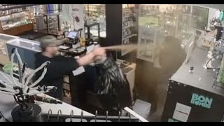 Pot shop owner uses bear spray to drive away robbers