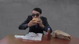 SweetCandyProject - Eating a Hamburger