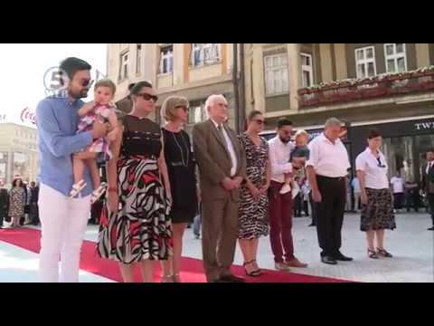 Четири генерации од фамилијата се поклонија пред споменикот на Ченто