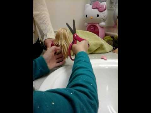 Tutorial cut Barbie dolls hair 💖