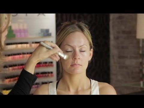 How to: Makeup Ideas for Light Skin & Blonde Hair : Beauty Secrets
