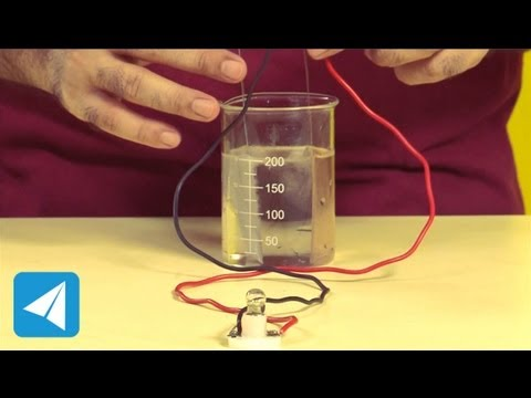 Dilute acid, zinc and copper make an electric cell | Electricity | Physics