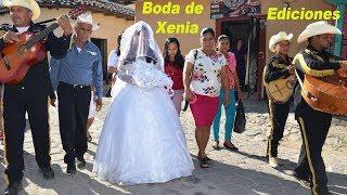 Boda #1 Xenia de camino a la iglesia para casarse – Ediciones Mendoza