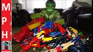 Menyuam Nollen Hulk playing with toys! MPH123