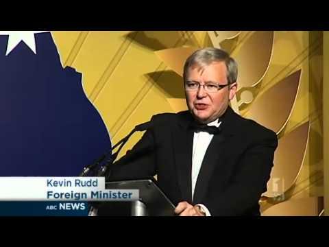 Barry Humphries takes UK Australia Day award