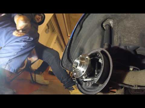 How to change the rear  bearing Volkswagen Polo.Как поменять задний  подшипник Volkswagen Polo