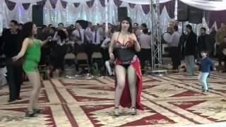 رقص ساخن في حفل شعبي