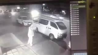 شاهد..مصري يحبط محاولة سرقة مطعم في الدمام