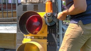Download What's inside a Stop Light? Video