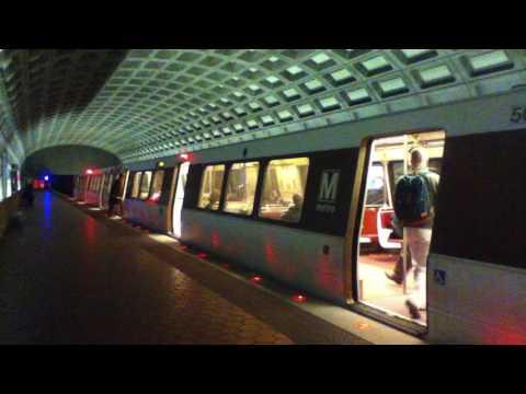 DC Metro (WMATA): Largo Town Center bound 6 cars Silver Line train at Ballston - MU