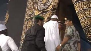 President Buhari Ushered In to Holy Kaaba for Prayers
