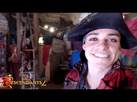 Isle of the Lost Set Tour with Thomas Doherty | Descendants 2