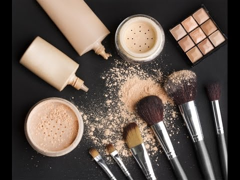What's in a Makeup Artist's Makeup Kit?