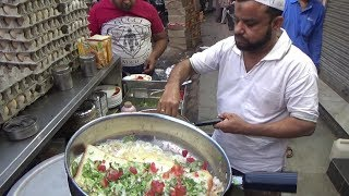 Half Fry Omelette with Bread | Tasty Street Food In Delhi Chandni Chowk