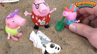 Peppa Pig at the Beach finds DINOSAUR Fossils Toy Learning Video for Kids!