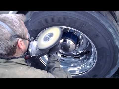 Aluminum Rim Polishing (drive) on the truck