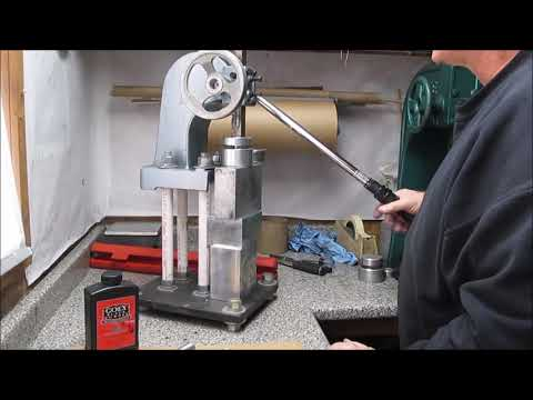 Pressing a spolette using an arbor press, and torque wrench