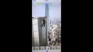 Chinês filma própria morte ao tentar acrobacia no alto de arranha-céu