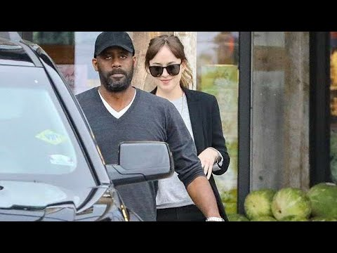 ups!, Dakota Johnson Tries to Keep a Low Profile While Grocery Shopping with B0yfr!end Chr!s Mart!n