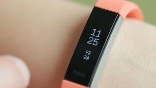 El esbelto Fitbit Alta HR es un monitor con ritmo cardíaco muy delgado