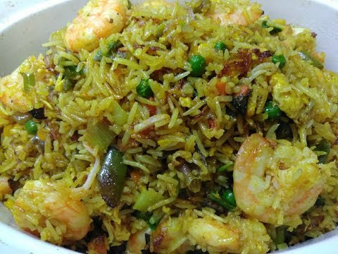 How To Make Tasty Shrimp Fried Rice / Obaapa Kitchen