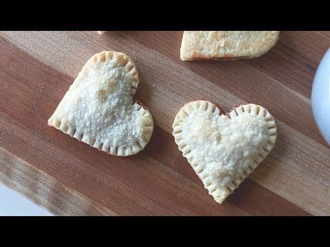 How to Make Strawberry Heart-Shaped Pie Crust | cathydiep