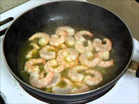 GAMBAS AL PIL PIL TAPAS - SIZZLING HOT PRAWNS OR SHRIMP GARLIC & CHILLI OIL SAUCE HOW TO COOK RECIPE