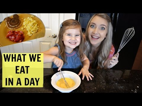 WHAT WE EAT IN A DAY! | Mommy and Me