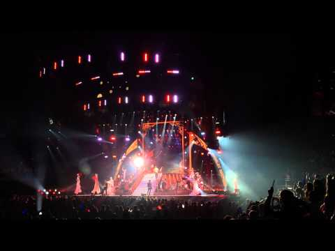 Taylor Swift Red Tour Stage Invasion Crazy Fan - Raw Unedited