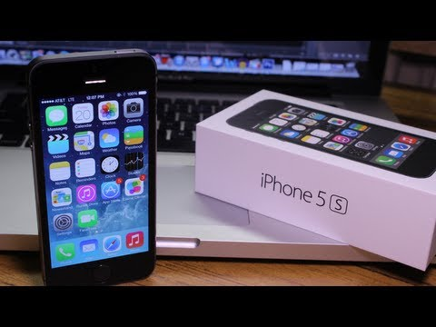 iPhone 5S Unboxing - First Look at iPhone 5S Space Grey