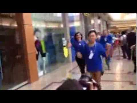Launch of iPhone 5S - Apple staff run