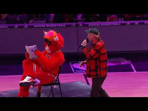 Jumping over Benny the Bull! Chicago Bulls NBA BMX HALFTIME show 3 23 18 (Crowd sound cut out)