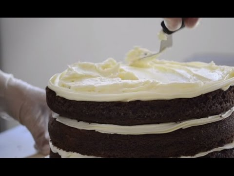How To Level a Cake and Fill With Frosting For A Perfect Even Cake: Cake Decorating For Beginners