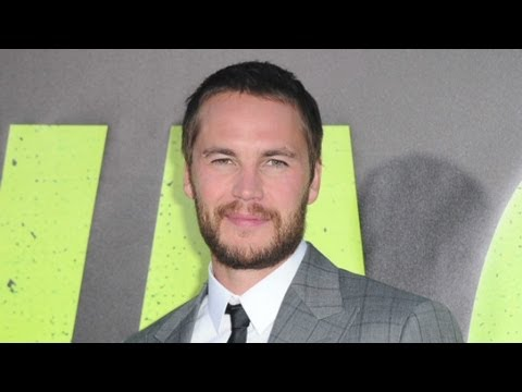 Celebrity couple considers threesome with Taylor Kitsch?