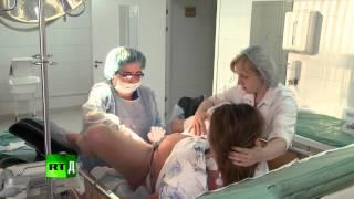Cameraman faints in maternity ward - Newborn Russia (E6)