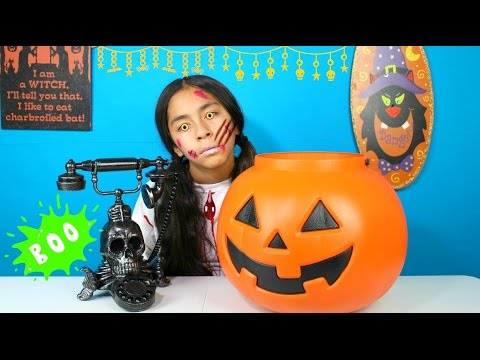 Giant Pumpkin Spooky Surprise Halloween Candy Review-Trick or Treat |B2cutecupcakes