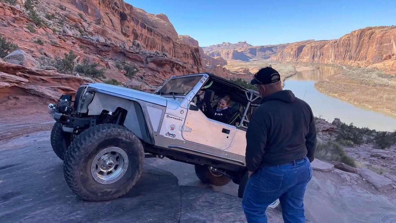 Moab Rim Trail.  Best 4x4 Trails in Moab, Utah.  Terrifying Moment in 2021 Easter Jeep Safari.