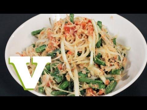 How To Make A Thai Papaya Salad: Asian Bites