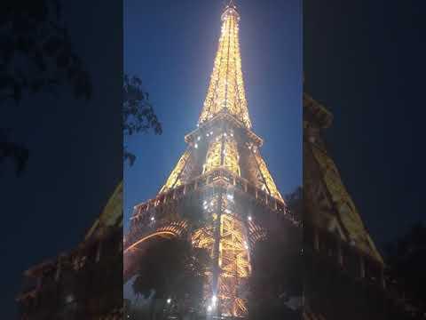 The Unseen Sparkling Eiffel Tower