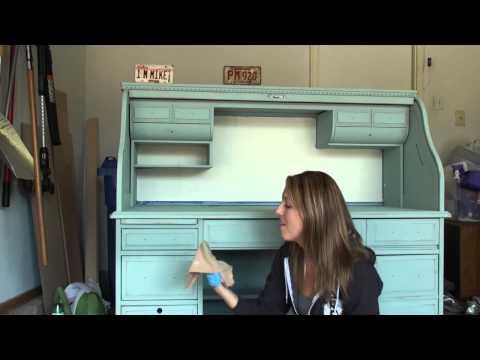 Pretty Distressed™ Applying Annie Sloan® Soft Wax w/ a Cloth