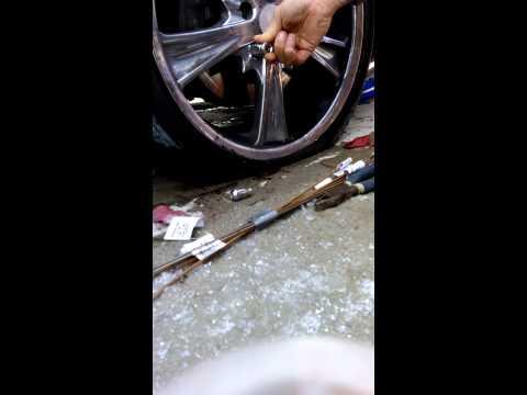 Spline drive lug nut removal without key