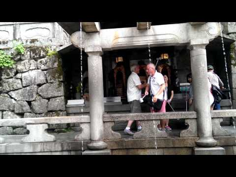 Aussies behaving badly at Buddhist temple in Japan