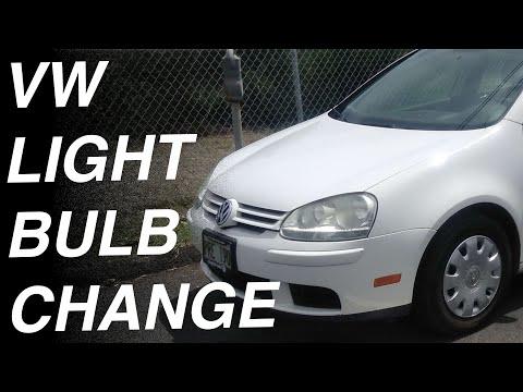 How to change a headlight Bulb in a Volkswagen Rabbit / jetta / GTI Passat Golf 2006 2007 2008 2009