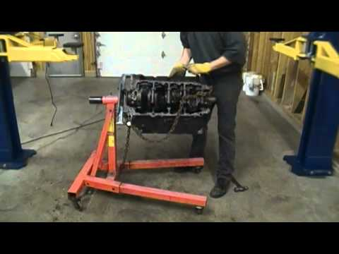 Putting the big block Oldsmobile 455 on the engine stand
